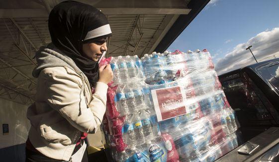 Muslims donate 30000 bottles of water to Flint, Michigan, during water crisis
